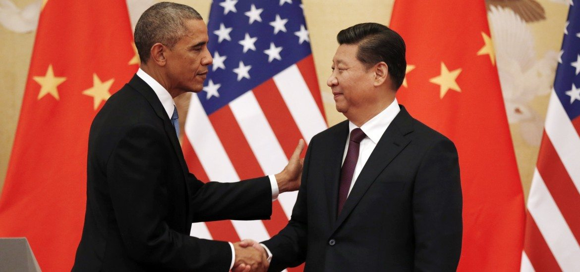 U.S. President Barack Obama (L) and Chinese President Xi Jinping shake hands at the end of their news conference in the Great Hall of the People in Beijing November 12, 2014. Obama will travel to Myanmar and Australia as part of a week-long trip to Asia to attend summits.  REUTERS/Kevin Lamarque  (CHINA - Tags: POLITICS)