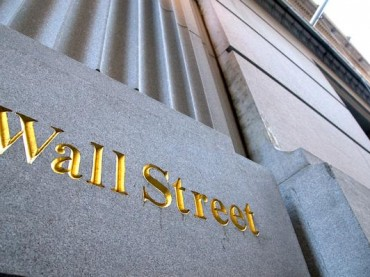 S&P 500 falls below closely watched threshold