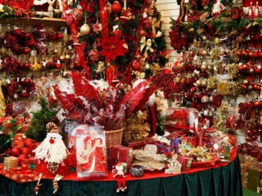 Supply constraints in US warn people to begin early for holiday shopping